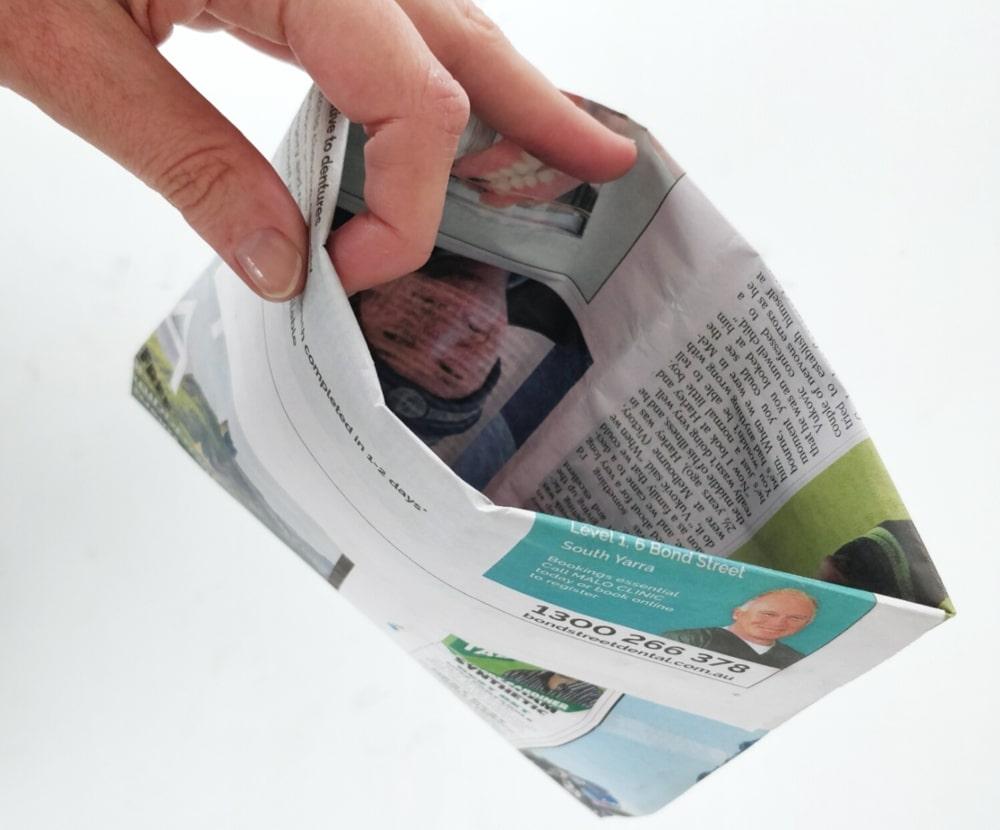 پاکت روزنامه ای برای مدفوع سگ